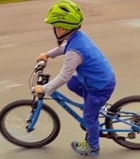 kind auf fahrrad mit gangschaltung